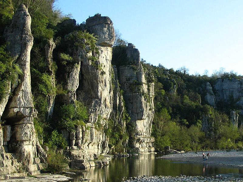 La rivière La Beaume au pied du village